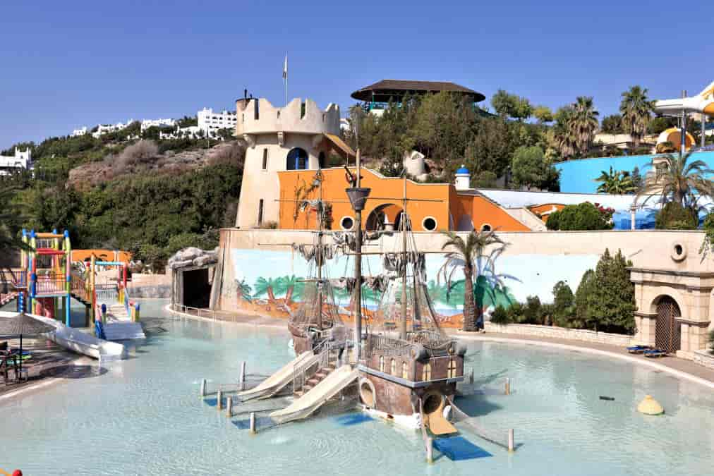 Leonardo Hotels & Resorts Mediterranean - waterPark_01.jpg